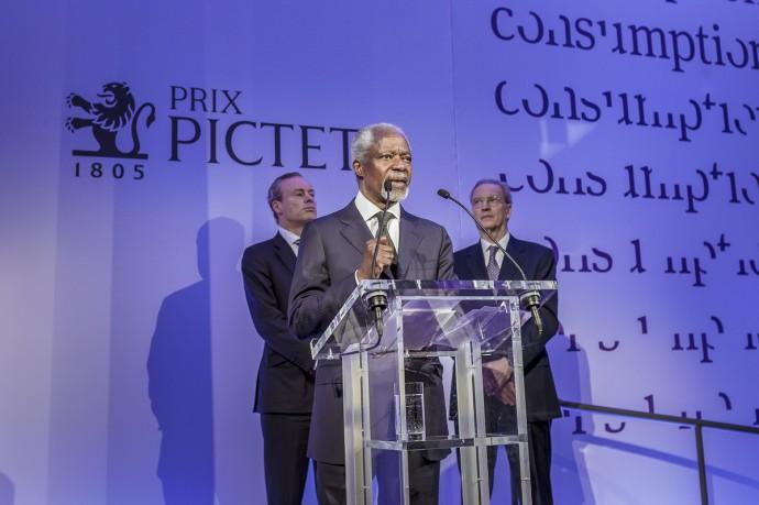 Kofi Annan announces Michael Schmidt as winner of fifth Prix Pictet